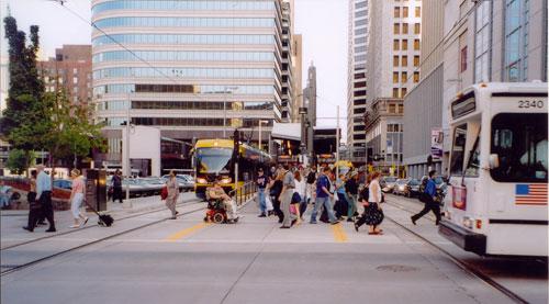 Nicollet-bus-LRT-people1-WEB