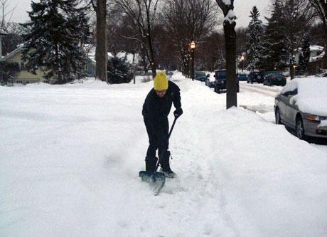 ShovelingSidewalk-Mpls-creditJHT-CROP-WEB